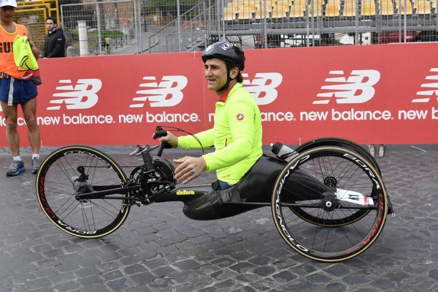 Zanardi, grave incidente con la handbike: trasportato in ospedale con l'elicottero