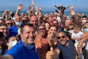 """Più polizia che cittadini per il blitz a Mondragone di Salvini: """"Io testimonial del litorale domizio"""""""