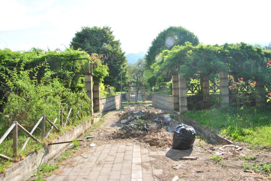 Napoli, il trionfo del degrado: 53 giardini versano in condizioni pietose