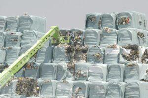 Gestione rifiuti, dalle ecoballe ai termovalorizzatori disastro senza fine