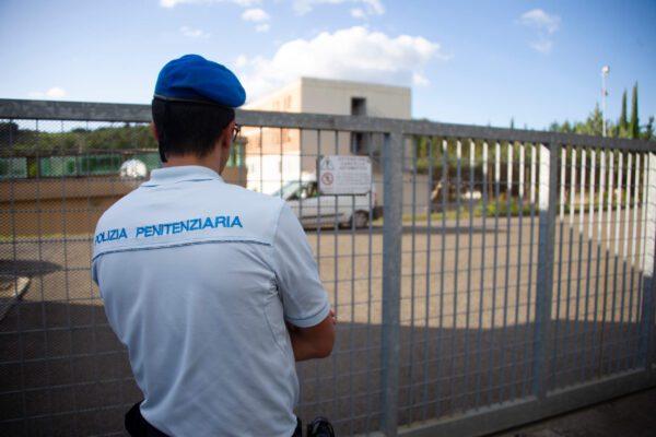"""L'allarme del Sappe: """"Servono mezzi per il trasferimento dei detenuti"""""""