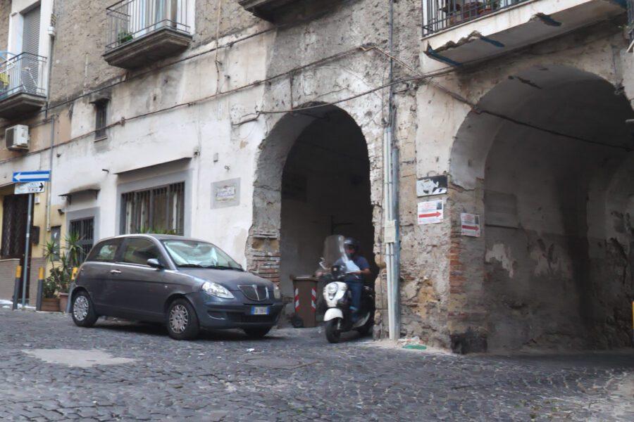 Misteri e segreti del Borgo Due Porte all'Arenella: tra riti alchemici, fate, templari e una perfida strega