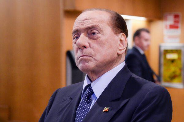 Berlusconi positivo scatena l'imbecillità dei leoni da tastiera che gli augurano la morte