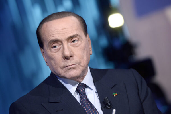 Coronavirus, Berlusconi ricoverato in ospedale a Milano: tracce di una polmonite bilaterale allo stato precoce