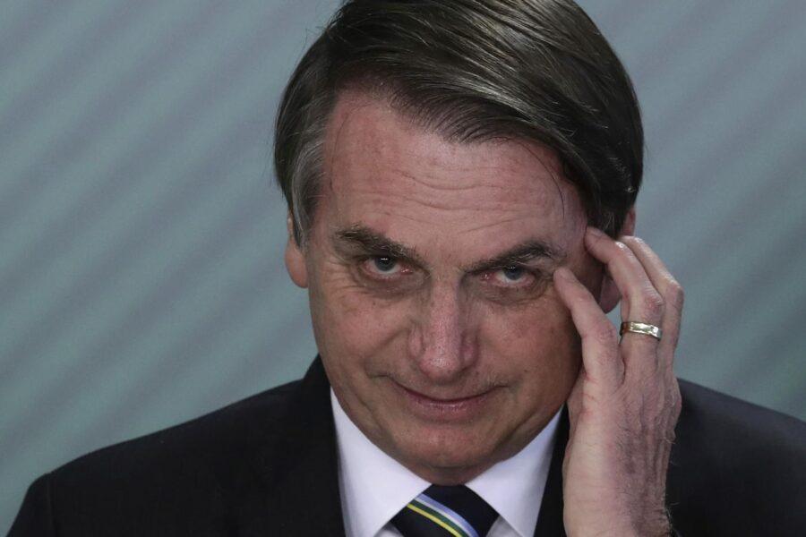 Brasile, il presidente negazionista Bolsonaro soffre sintomi del covid