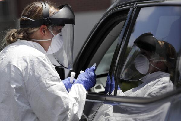 Coronavirus, record di nuovi contagiati nel mondo: quasi 260mila