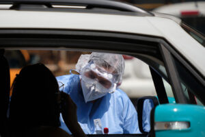 Foto Mauro Scrobogna /LaPresse 06-07-2020 Roma , Italia Cronaca Coronavirus, emergenza sanitaria Nella foto: test con tamponi al drive in della Asl Roma 2 dove dovranno recarsi gli appartenenti alla comunità del Bangladesh invitati dalla Regione Lazio a sottoporsi alle analisi dopo i casi riscontrati negli scorsi giorni  Photo Mauro Scrobogna /LaPresse July 06, 2020  Rome, Italy News Coronavirus outbreak: health emergency  In the picture: tests with swabs at the drive in of the ASL Roma 2 where members of the Bangladesh community invited by the Lazio Region will have to go to undergo the analysis after the cases found in the last few days