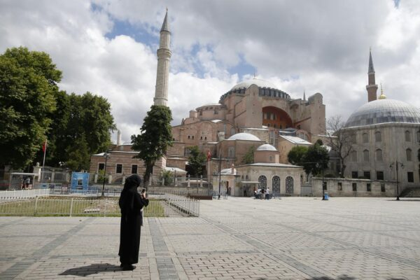 Istanbul, decisione storica: Santa Sofia torna a essere moschea