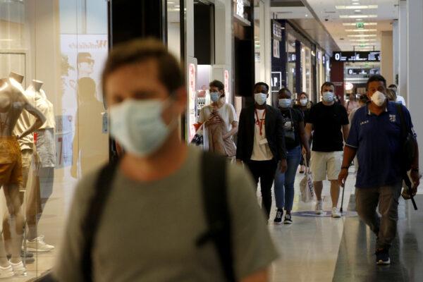 Il Coronavirus torna a far paura e la Campania fa da esempio: controlli e multe per chi non mette la mascherina