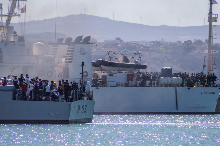 """Fuga Migranti, Lamorgese: """"Quasi tutti rintracciati, presto nuova nave-quarantena"""""""
