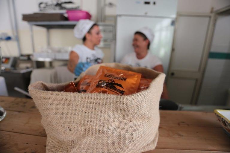 """Le Lazzarelle dal carcere al Bistrot fronte strada: """"Il caffè come riscatto ed emancipazione femminile"""""""