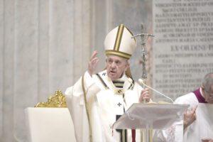 """Terremoto nella Basilica Vaticana, Francesco azzera uffici e amministrazione: """"Basta sprechi e opacità"""""""