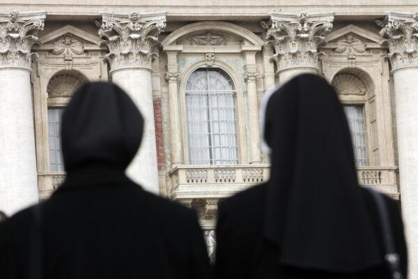 Sulle suore il papato di Francesco fa cadere un altro velo