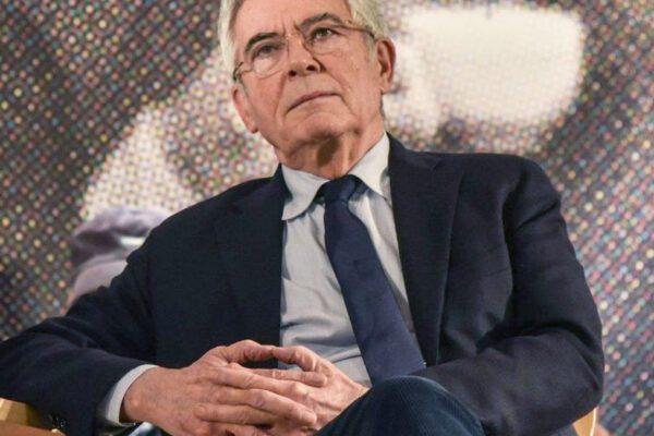 """""""Berlusconi 'fucilato' dallo stesso plotone che fece fuori Craxi"""", l'accusa di Claudio Martelli"""
