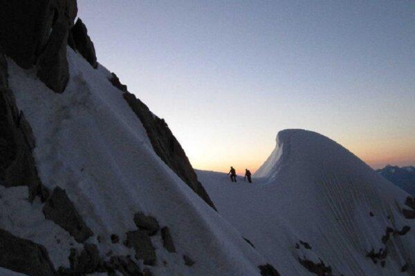 Tragedia sul Monte Bianco, morti due alpinisti italiani: caduti dalla cresta Kuffner