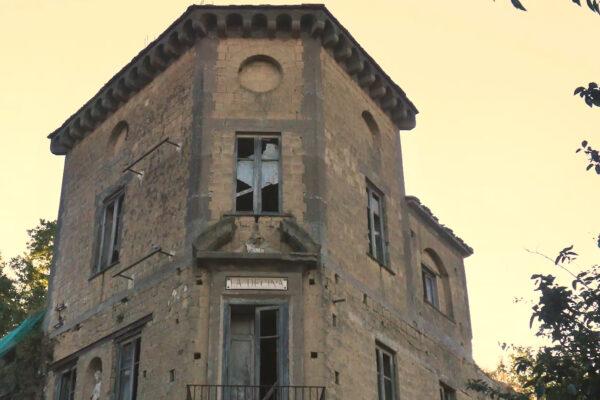 """I misteri di Villa """"La Decina"""" ai Camaldoli, dal pagamento del dazio ai simboli templari e massonici"""
