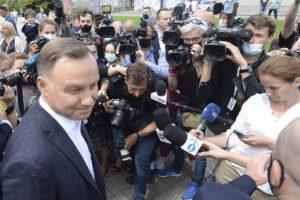Elezioni presidenziali in Polonia, testa a testa tra Duda e Trzaskowski per gli exit poll