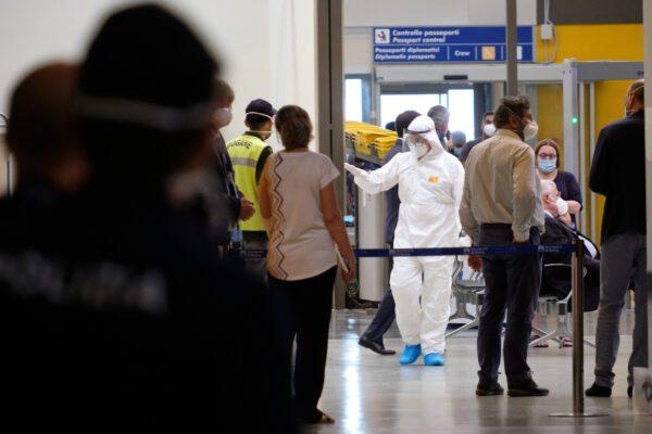 Bloccati all'aeroporto di Roma passeggeri in arrivo dal Bangladesh: vietato lo sbarco a 135 persone