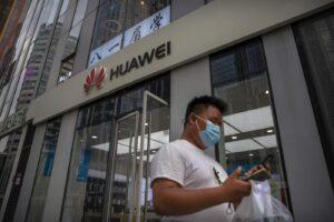 Il colosso cinese Huawei escluso in Gran Bretagna dalle forniture per la nuova rete 5G