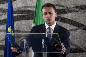 Di Maio peggio di Salvini, vuole affondare le navi dei migranti