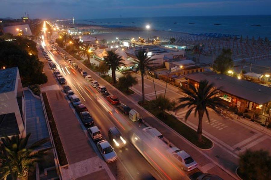 Aggressione omofoba sul lungomare di Pescara, presto il 20enne autore del pestaggio