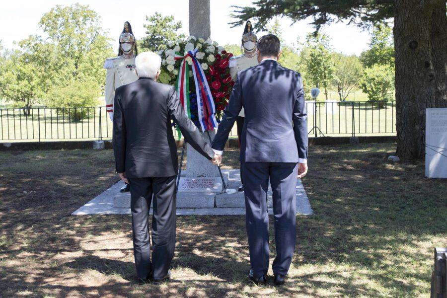 Il Covid non ferma la storia, a Trieste Mattarella e Pahor mano nella mano per dimenticare le Foibe
