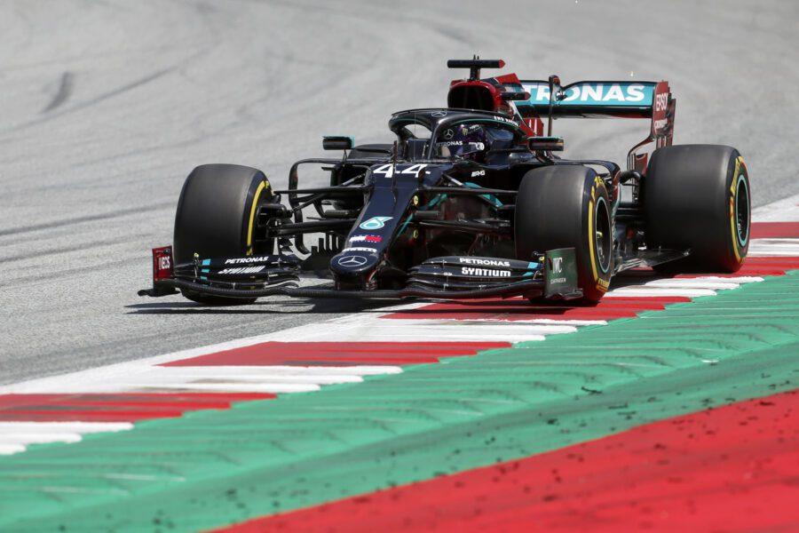 Formula 1, dominio Mercedes nelle qualifiche: prima fila Bottas-Hamilton. Male le Ferrari