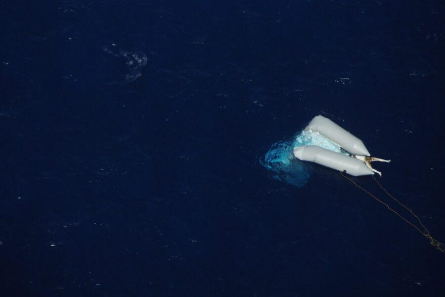 Corpo senza vita di un migrante in mare da 15 giorni, la foto simbolo delle tragedie nel Mediterraneo