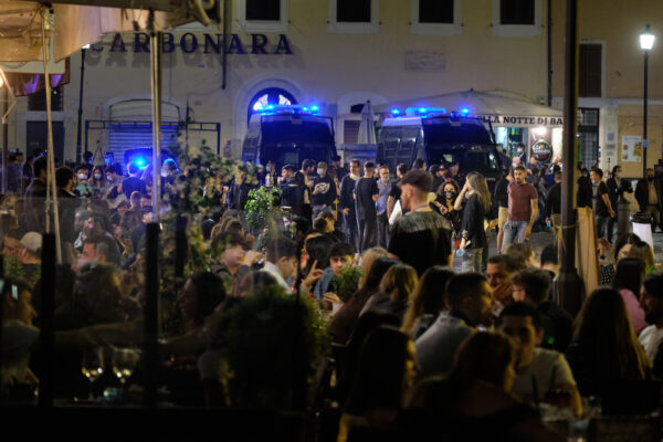 Coprifuoco, anche il Lazio segue Campania e Lombardia: verso lo stop a mezzanotte