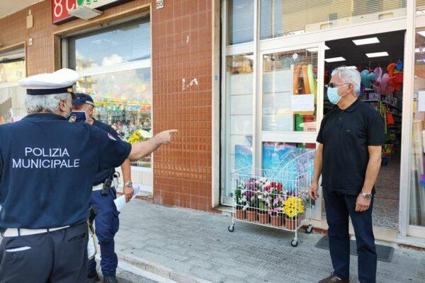 Senza mascherine nei negozi, prime multe da mille euro per l'ordinanza De Luca