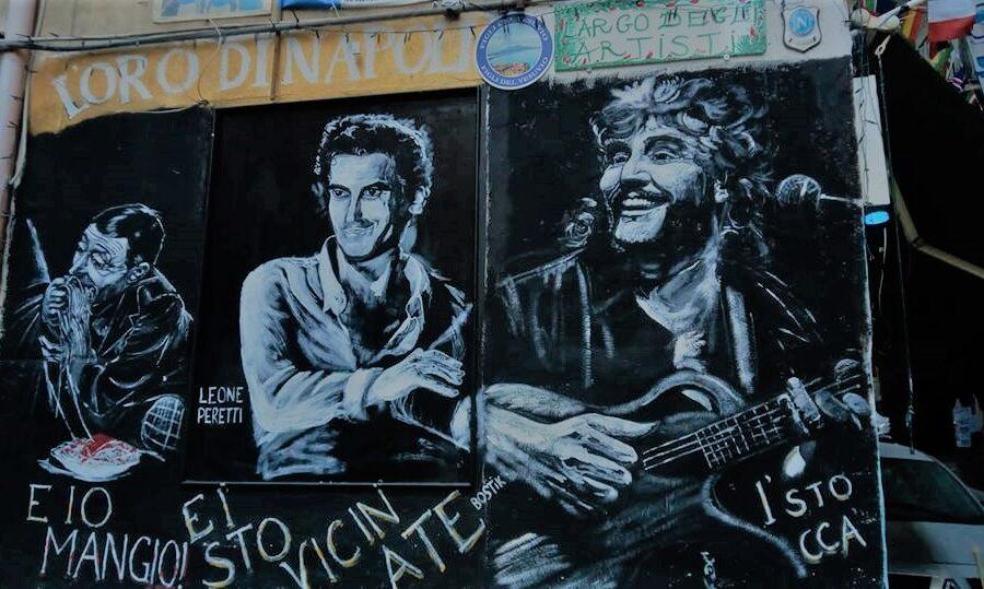Napoli pensa di rinascere con murales e targhe…