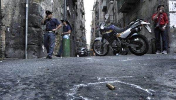 Napoli, una città a mano armata