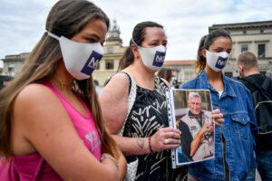 Morti per Covid, comitato di parenti chiede la verità: ecco chi soffia sul dolore