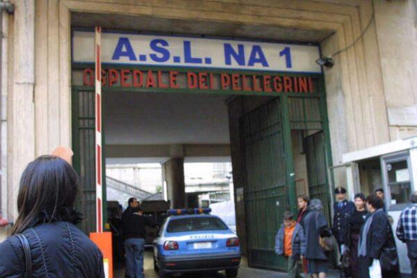 Sangue a Napoli, uomo ucciso con numerose coltellate