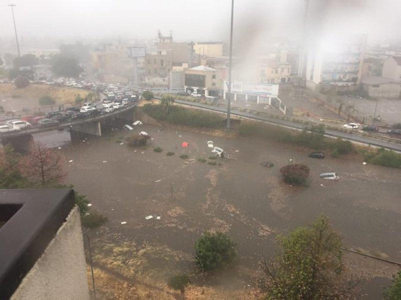 Bomba d'acqua su Palermo, due morti intrappolati nell'auto sommersa dalla pioggia