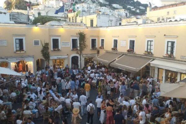 """Coronavirus a Capri, tre giovani positivi dopo vacanza: """"Nessun focolaio"""""""