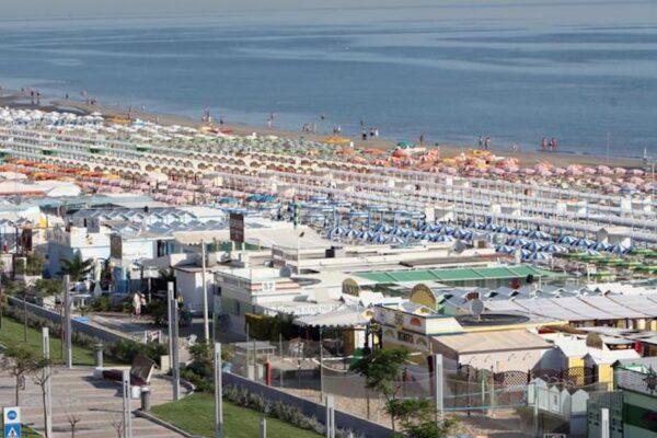 Ragazza di 17 anni annega in mare a Riccione, fatale un bagno all'alba