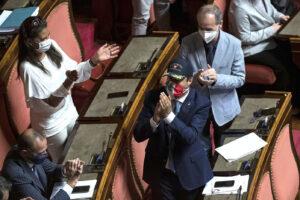 Open Arms, cosa rischia Salvini in caso di condanna: dai 15 anni di carcere all'incubo decadenza
