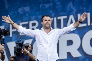 Salvini accosta topi e rom per attaccare la giunta Raggi a Roma, bufera sul leader della Lega
