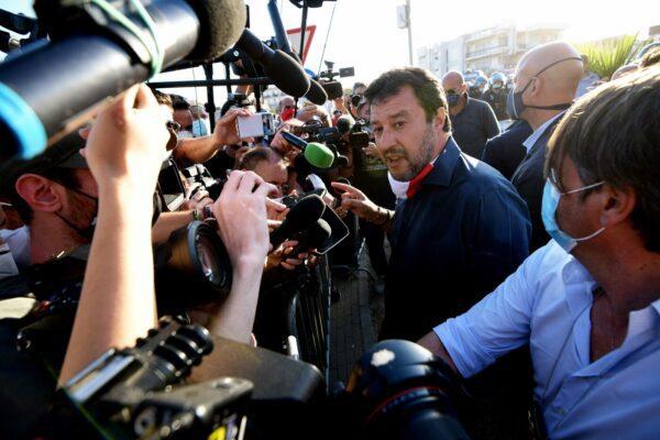 La politica scopre finalmente il litorale domitio, Salvini a Mondragone è servito