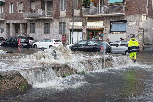Bomba d'acqua su Milano, esondato il fiume Seveso