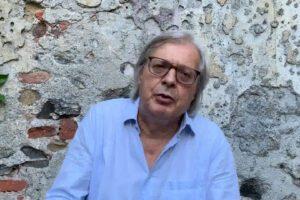 """Vittorio Sgarbi contro Toninelli: """"Toninulla non vale un cazzo e l'ipocrisia della rinuncia allo stipendio"""""""