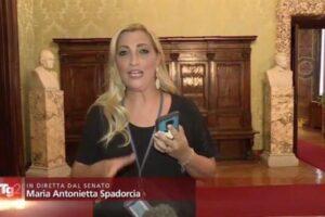 """La clamorosa gaffe in diretta del Tg2 sul caso Open Arms: """"Salvini non andrà a processo"""""""