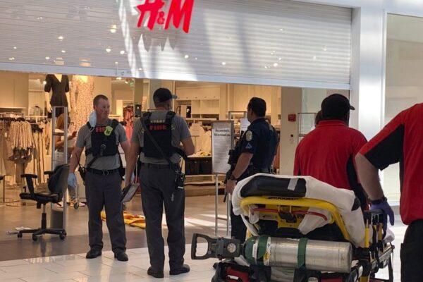 Sparatoria in centro commerciale, muore bambino di 8 anni