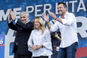 """Centrodestra unito in piazza a Roma contro Conte: """"Su Berlusconi sentenza ignobile"""""""