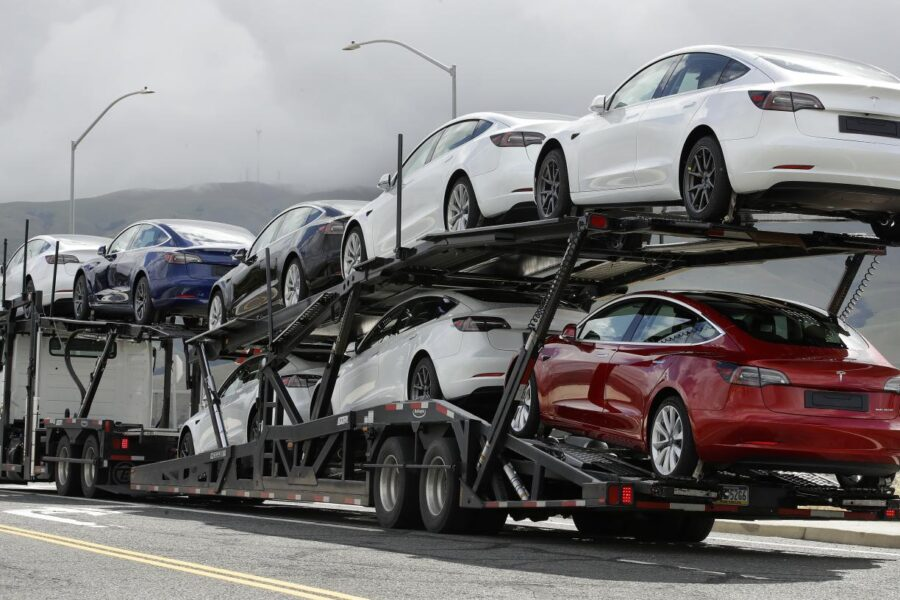 Tesla supera Toyota, la casa automobilistica 'elettrica' di Elon Musk ha il valore più alto al mondo