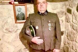 Gabrio Vaccarin, il consigliere comunale di Fratelli d'Italia che posa in divisa nazista
