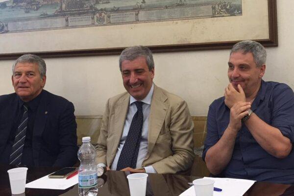 Il giudizio su De Magistris: cosa ne pensano gli intellettuali che strizzavano l'occhio al sindaco?