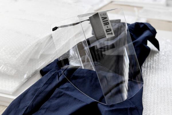 Foto Fabio Ferrari/LaPresse  06 Maggio 2020 Torino, Italia  Cronaca Emergenza COVID-19 (Coronavirus) – King Air Mask Q7, una visiera in plastica riciclabile anti-contagio. KING AIR è un prodotto efficace per consentire la ripresa delle attivita' ferme per il Coronavirus e per ogni genere di utilizzo, dal piu' gravoso nelle unita' di crisi a quello di massa sociale che consenta l'interazione protetta fra le persone. Permette all'utilizzatore di proteggersi da flussi organici di ogni genere ( starnuti e colpi di tosse, salivazione aeriforme) lasciando intatta la respirazione.Consente l'uso concomitante di mascherine per la bocca e occhiali da vista. Nella foto:King Air Mask Q7  Photo Fabio Ferrari/LaPresse  May 06, 2020 Turin, Italy  News King Air Mask Q7, a recyclable anti-contagion plastic visor. KING AIR is an effective product to allow the resumption of firm activities for Coronavirus and for all types of use, from the heaviest in crisis units to that of the social mass that allows for protected interaction between people. It allows the user to protect himself from all kinds of organic flows (sneezing and coughing, air-salivation) while leaving breathing intact. Allows the concomitant use of mouth masks and eyeglasses. in the pic:King Air Mask Q7