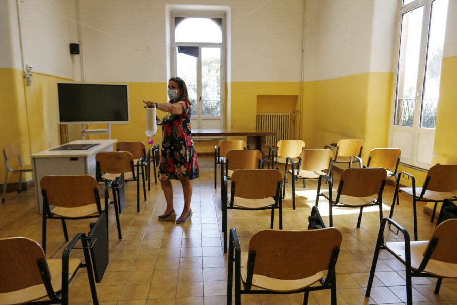 """Scuola, i presidi esigono risposte: """"Quando arriveranno i banchi monoposto?"""""""